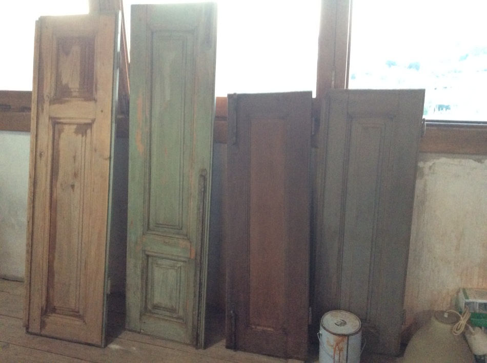 Restoring wooden shutters, The old manor house Portugal