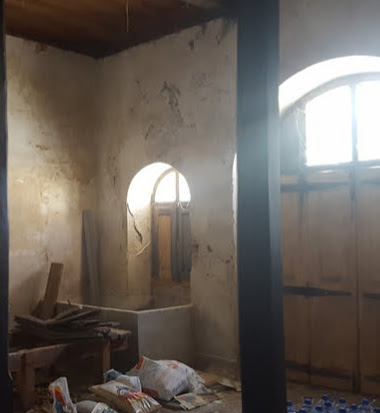repairing o;d window reveals. renovation of an Old Manor House, Portugal